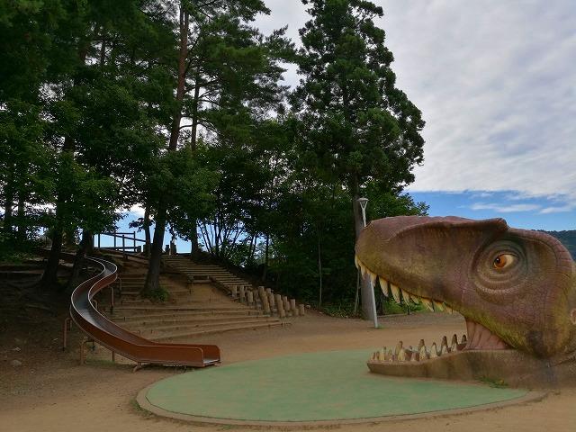 福井恐竜博物館の駐車場前