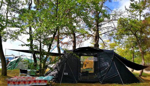 能登半島の見附島シーサイドキャンプ場。子連れ海水浴に最適な海と林間サイト。